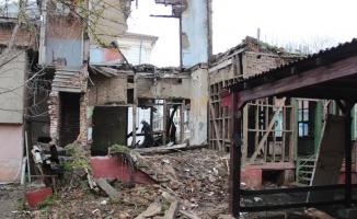 Şehirlerin güvenliği için metruk binalar yıkılıyor