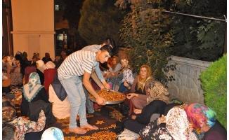 Kadir Gecesi'nde Birecik'te Lokma Dağıtıldı