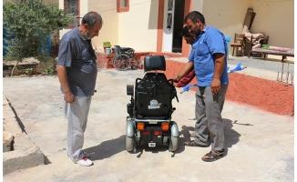 Akçakale'de engellilere tekerlekli sandalye yardımı