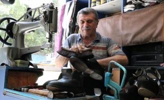 57 yıldır ayakkabı boyayarak ekmeğini kazanıyor