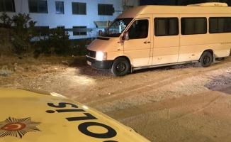 Adana'da çaldığı servis minibüsüyle kaçamadı