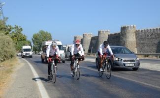 Deprem farkındalığı için bin kilometre pedal çevirdiler