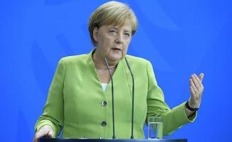 Merkel: Bu kadarını daha önce hiç görmedik
