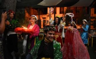 Yabancı öğrencilere Türk usulü kına gecesi
