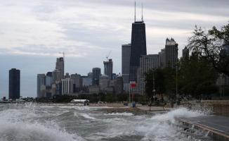 Dev dalgalar Chicago'da can aldı