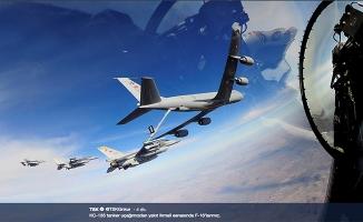 F16'lara havada yakıt ikmali