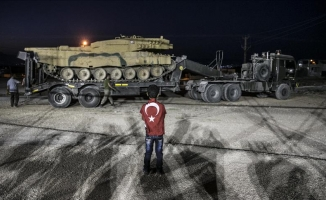 Obüs ve tanklar İdlib sınırında