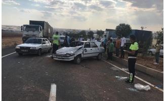 Şanlıurfa'da otomobil ağaca çaptı: 4 yaralı