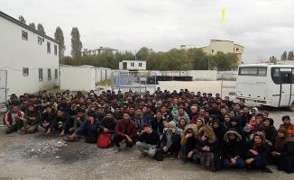 Bir Evde 167 Düzensiz Göçmen Yakalandı