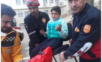 Ayağına korkuluk demiri saplanan öğrenci kurtarıldı