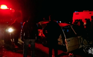 Viranşehir'de tır otomobile çarptı: 4 yaralı