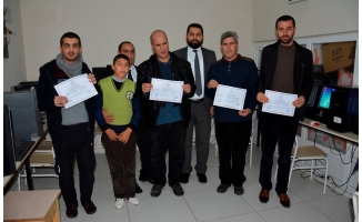 Siverek'te görme engelli kursiyerler sertifikalarını aldı