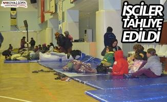 Adana'da tarım işçilerinin çadırlarını su bastı