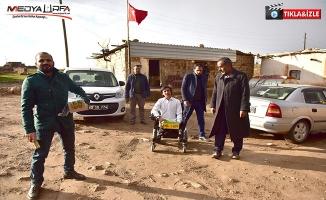 Başkan Atilla, engelli gencin yüzünü güldürdü