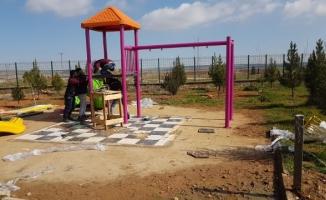 Karaköprü kırsalında çocuklara oyun parkı!