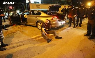 Polisten kaçarken emniyetin nizamiye kapısına çarptılar