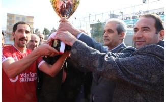 Şampiyona kupasını Demirkol verdi!
