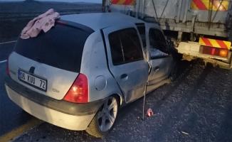 Siverek'te otomobil tıra çarptı: 8 yaralı