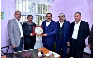 Başkan Atilla'dan Dr. Korkmaz'a Plaket