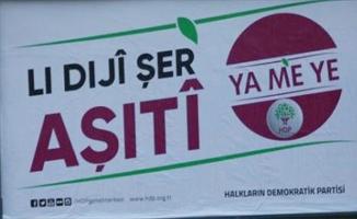 """HDP'nin seçim afişleri """"terör propagandası"""" gerekçesiyle toplatıldı"""