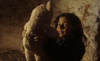 Suriye'de çocuklar yer altında büyüyor