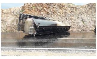 Siverek'te tanker devrildi: 1 yaralı