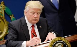 Trump İran'a yaptırımları imzaladı