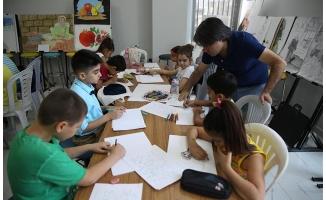 Çocuklar Haliliye'de resim yapmayı öğreniyor