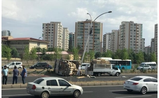 Diyarbakır Urfa yolunda kamyonet devrildi: 2 yaralı