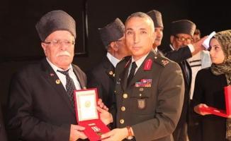 Urfa'da Kıbrıs gazilerine madalya ve berat