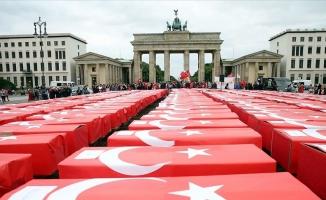 15 Temmuz şehitleri Türk bayrağına sarılı 251 tabutla anıldı