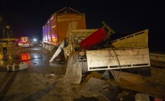 Şanlıurfa'da Tır Devrildi: 3 Yaralı