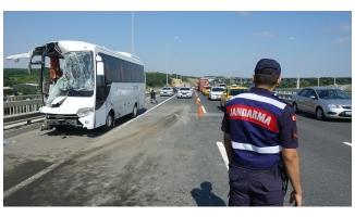 İstanbul'da servis aracıyla otobüs çarpıştı: 12 yaralı
