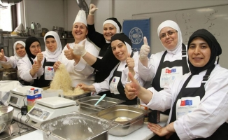 Suriyeli kadınlara Türk yemekleri eğitimi