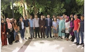 Başkan Yıldız gençlerin çay sohbetine katıldı