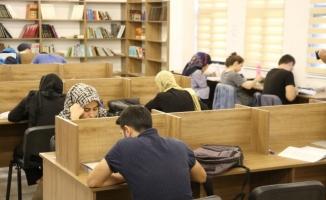Sınavlara okuma evlerinde hazırlanıyorlar