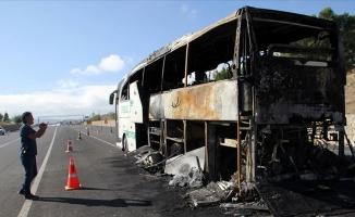 Sivas'ta seyir halindeki yolcu otobüsü yandı