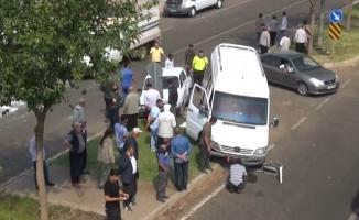 Siverek'te otomobil ile minibüs çarpıştı: 3 yaralı