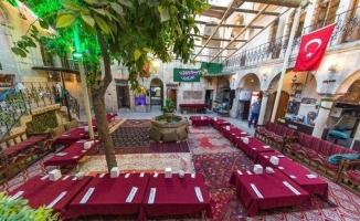 Yerli ve yabancı turistlerin uğrak yeri: Pınarbaşı Taş Konak