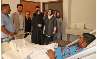 AK Kadınlar, yaralı vatandaşları ziyaret etti