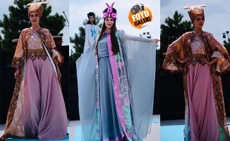 Ebru sanatı, elbiselerde hayat buluyor!