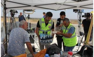 Sınırın sıfır noktasında vatandaşlara yemek ikramı
