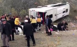 Ankara'da servis aracı devrildi: 30 yaralı