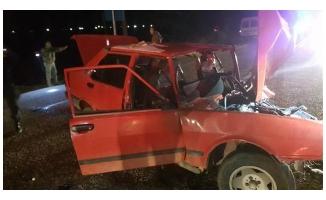 Otomobille hafriyat kamyonu çarpıştı