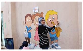 Üniversite Öğrencilerinden okul boyama etkinliği