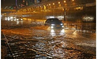 Adana'da sağanak yağış! Okullar Tatil Edildi