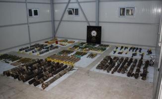 Diyarbakır'da plastik patlayıcı ve silahlar yakalandı