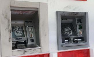 Eyyübiye'de ATM'nin camları kırıldı