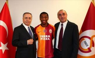 Galatasaray Sekidika için imza töreni düzenledi