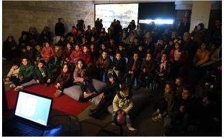 Hacivat ve Karagöz'e çocuklardan yoğun ilgi